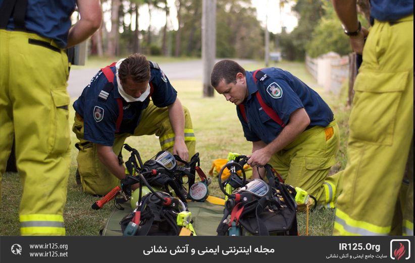 پوشیدن دستگاه تنفسی آتش نشانی